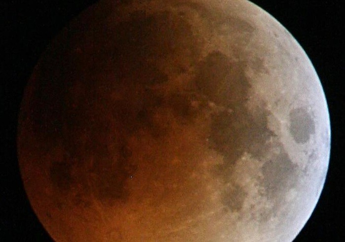 Nel cielo di gennaio Superluna rossa ed eclissi totale