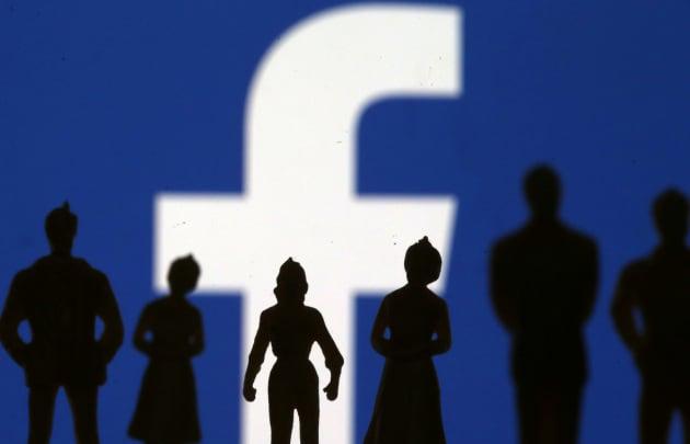 Facebook e la ridicola task force che vigila sulle gigantesche elezioni in India