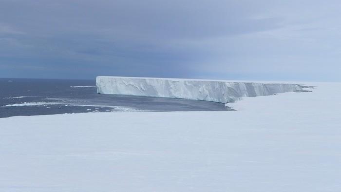 La più grande piattaforma di ghiaccio polare teme il sole