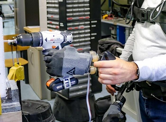 Due braccia robotiche in più per gli operai, contro la fatica