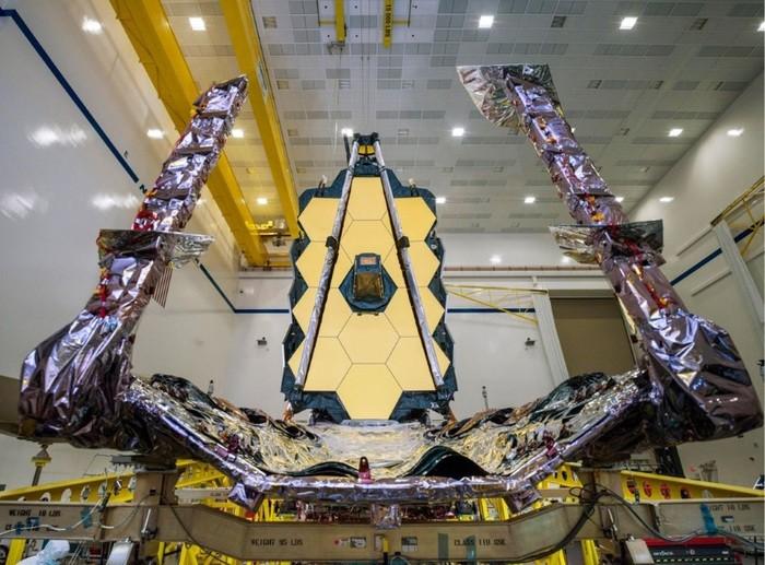 Completato l'assemblaggio del super-telescopio erede di Hubble