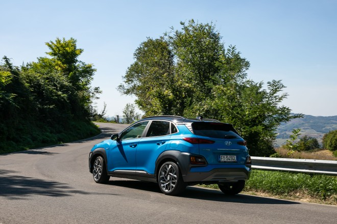 Hyundai Kona Hybrid: prova su strada e consumi dell'ibrida   Video