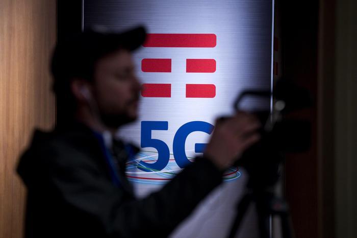 Di Maio, Italia con norme 5G più rigide