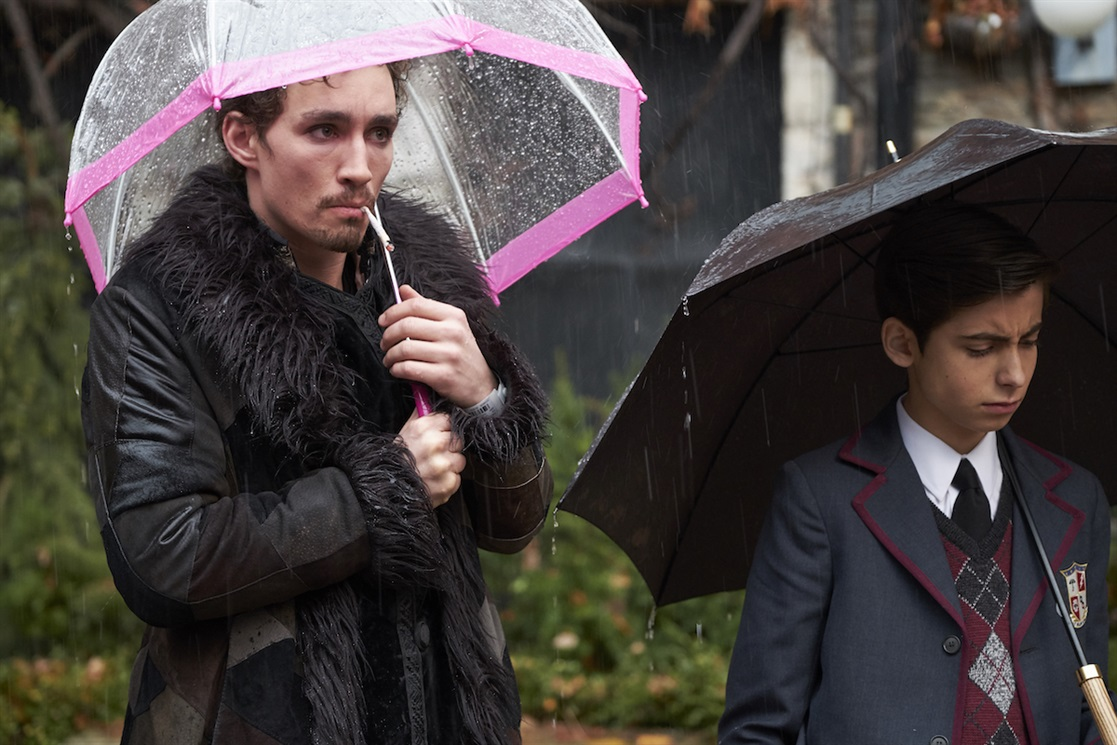 10. Klaus e le ceneri – The Umbrella Academy – stagione 1, episodio 2