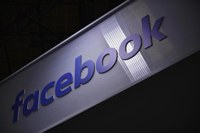 Coronavirus: Facebook rimuoverà post e video con fake news