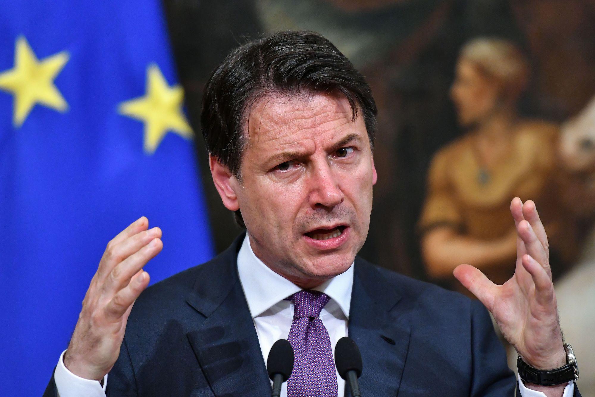 """Coronavirus, il governo ha allargato la """"zona arancione"""" all'Italia intera"""