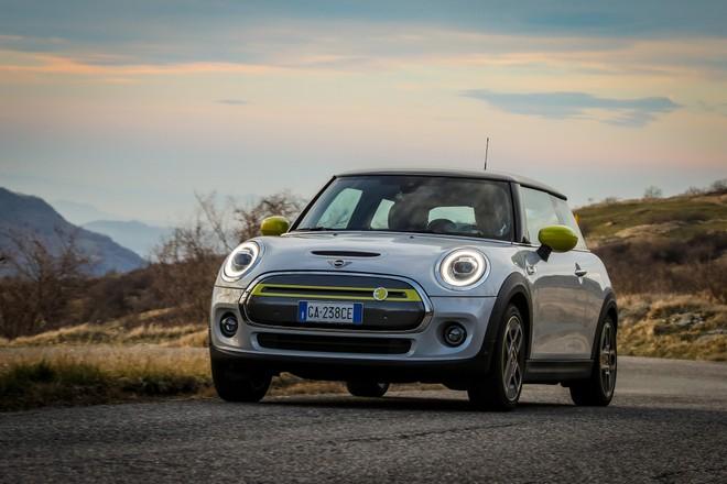 Mini Cooper SE: caratteristiche, autonomia e prezzi | L'elettrica è ora disponibile