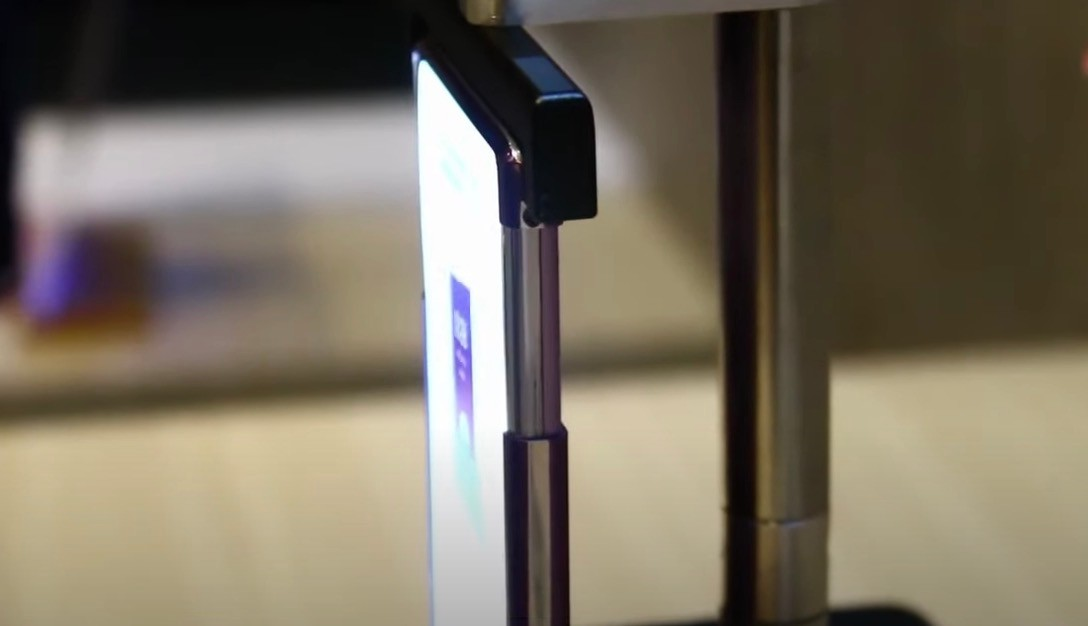 Lo smartphone con display estendibile è realtà, svelato il prototipo di TCL