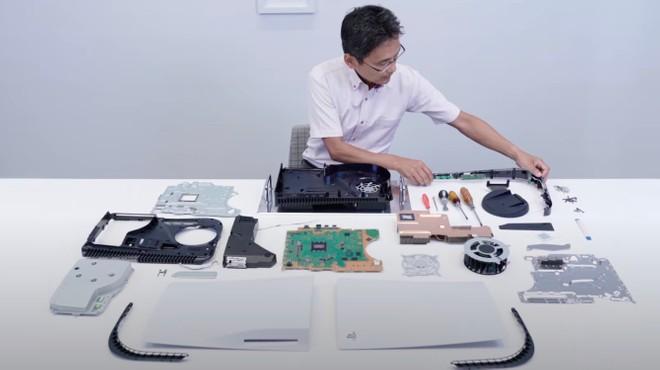 PlayStation 5 fatta a pezzi in video: ora capiamo perché è così grossa