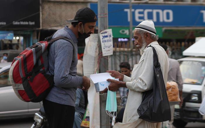 In Pakistan nuove norme sui social, big minacciano fuga