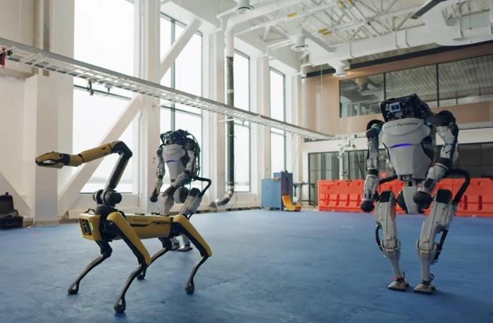 Buon anno dai robot ballerini VIDEO