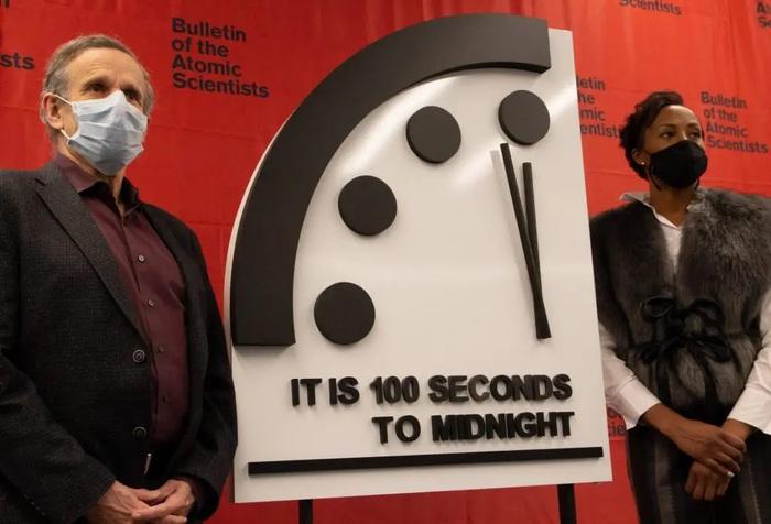 Covid, la pandemia ha fermato l'orologio dell'Apocalisse