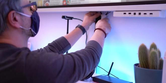 La nostra redazione è un po' più smart: luci, postazioni e tanta tecnologia | Video