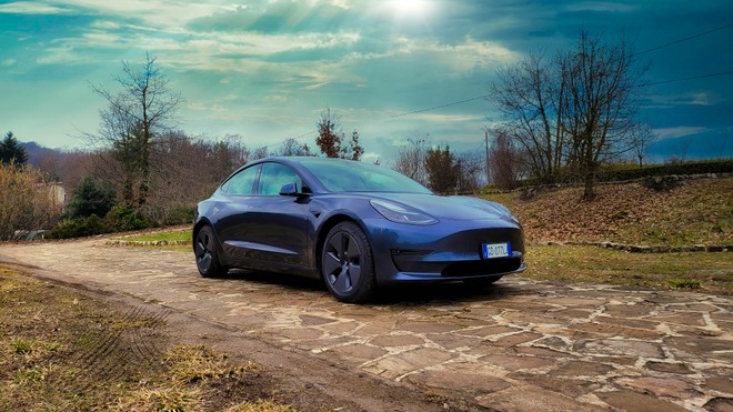 Tesla Model 3 2021 Long Range: pregi, difetti, autonomia e test ricarica V3 | Video