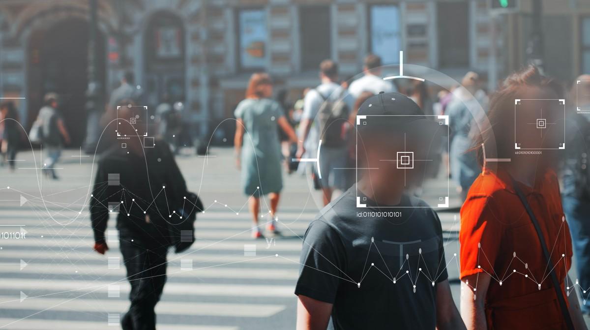 Amazon vieta alla polizia di utilizzare la sua tecnologia di riconoscimento facciale