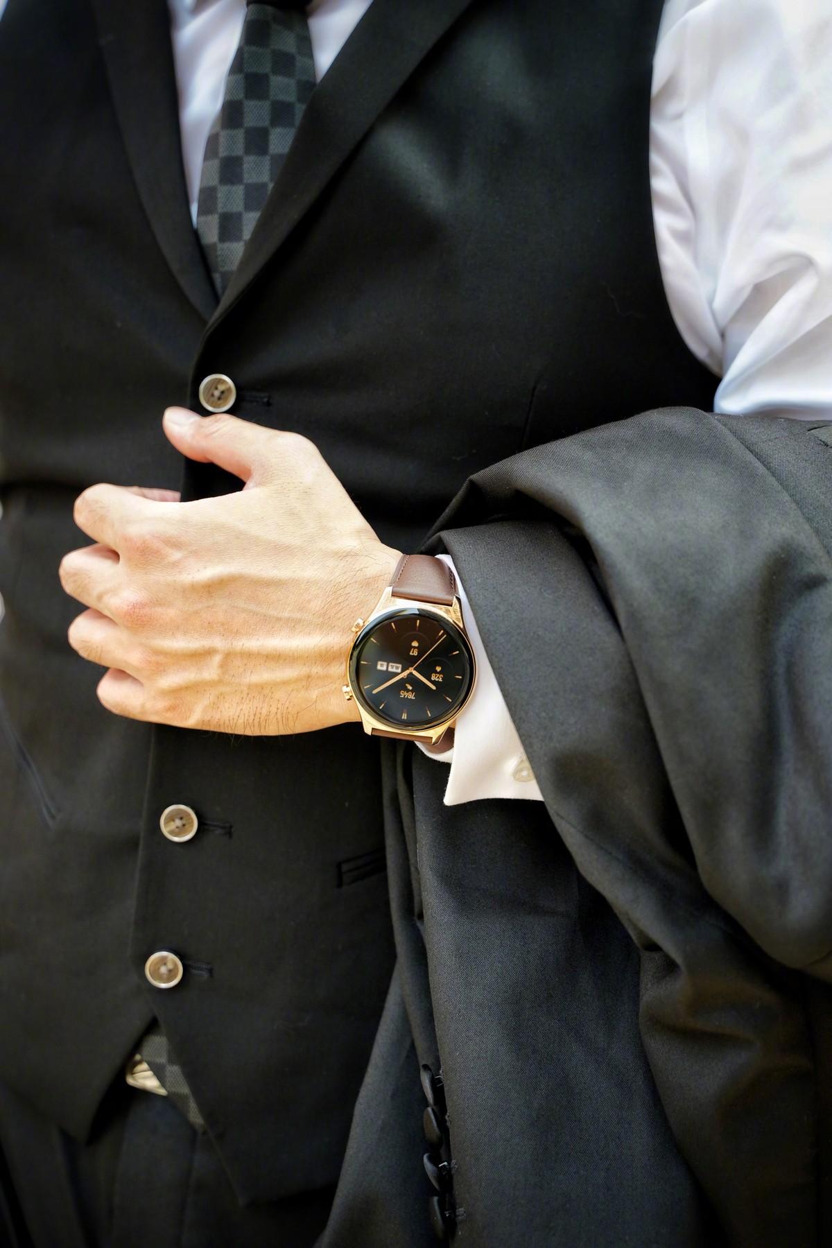 Honor Watch GS 3 per tutti i gusti, classico o sportivo: ecco le foto dello smartwatch
