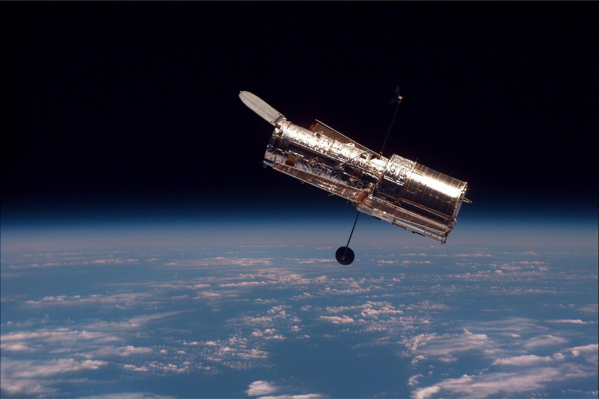 Hubble è in salute! Immortalate 3 rare galassie interagenti