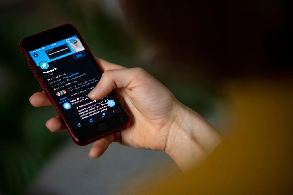 Twitter sarà più selettivo nel concedere la spunta blu della verifica