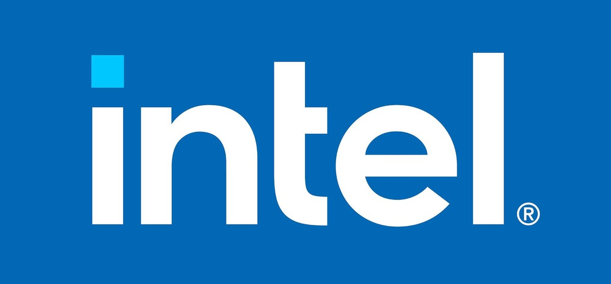 Intel Core i9-12900K batte a mani basse Ryzen 9 5950X in AotS